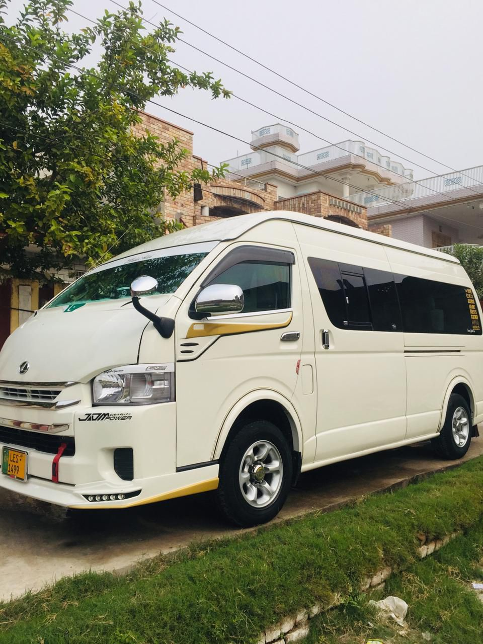 Toyota hiace grand caban par day 5000